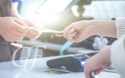 Os fornecedores de bens e serviços podem dar descontos para quem paga no dinheiro?